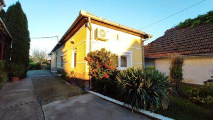 Bükkábrányban ELADÓ egy 4 szobás családi ház+ különálló 2 szobás felújított ház egy telken.
