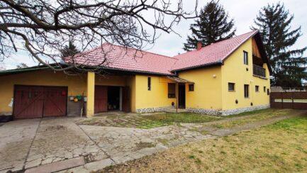 Eladó az Egertől 12km-re lévő Nagytályán 6 szobás családi ház.