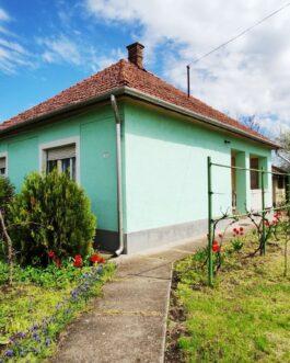 Mezőkeresztesen ELADÓ 2 szobás kocka típusú családi ház.