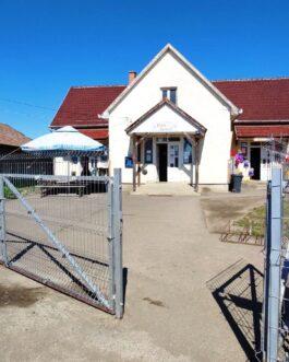 Mezőtárkányban kereskedelmi-vendéglátó egység, családi ház ELADÓ. Mezőtárkány, Bajcsy-Zsilinszky út