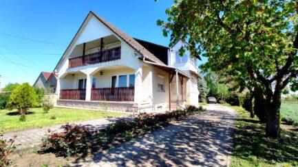 Mezőtárkányban 5 szobás, igényesen kialakított családi ház ELADÓ.