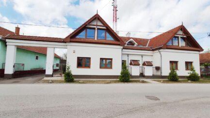 ELADÓ Mezőkövesden, frekventált helyen 400m2-es, 7 szobás kiváló állapotú ingatlan.