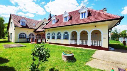 Tardon 9 szobás kiváló állapotú családi ház-vendégház ELADÓ.