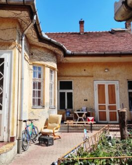 Gyöngyös főterétől pár perc sétára nagypolgári jellegű, 216 m2 családi ház eladó!