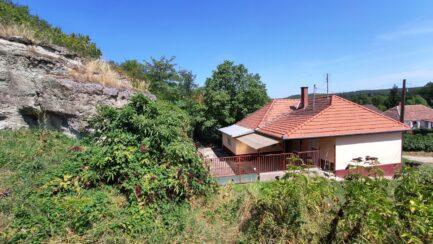 Bogácson 2 szobás jó állapotú családi ház eladó.