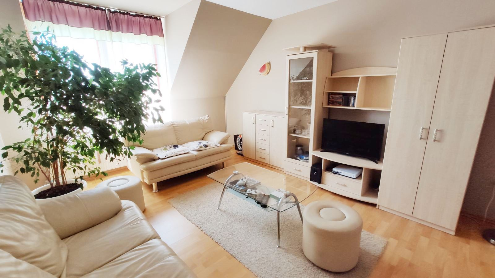 Mezőkövesden 2 szobás újszerű lakás ELADÓ.