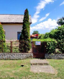 Bogácson, csendes utcában 6 szobás családi ház ELADÓ.