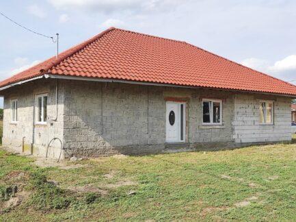 Poroszlón, a strand közelében 140 nm-es családi ház eladó!