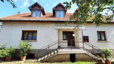 Mezőkövesden 3 szobás+ nagy nappalis családi ház ELADÓ.