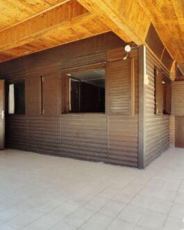 Poroszlón, a Tisza-tónál eladó 2 szobás-nagy nappalis hétvégiház.