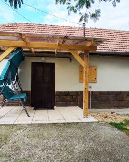 Eladó Mezőkövesden csendes utcában egy 2 szobás, kis alapterületű családi ház.
